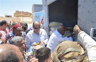 محافظ مطروح يوزع هدية رئيس الجمهورية لأصغر قرية مصرية بمناسبة شهر رمضان   صور