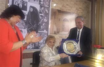 إيناس عبدالدايم تكرم نادية لطفي وتهدى الدورة الـ 34 لمهرجان الإسكندرية السينمائي باسمها