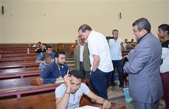 رئيس جامعة سوهاج يتفقد سير امتحانات كلية الحقوق| صور