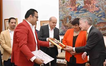 وزيرة الثقافة تحتفل بأعضاء فريق كايرو ستيبس مع سفير ألمانيا | صور