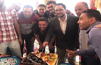 """علي الكشوطى يحتفل بانتهاء تصوير برنامج """"رمضان بعيونهم""""   صور"""