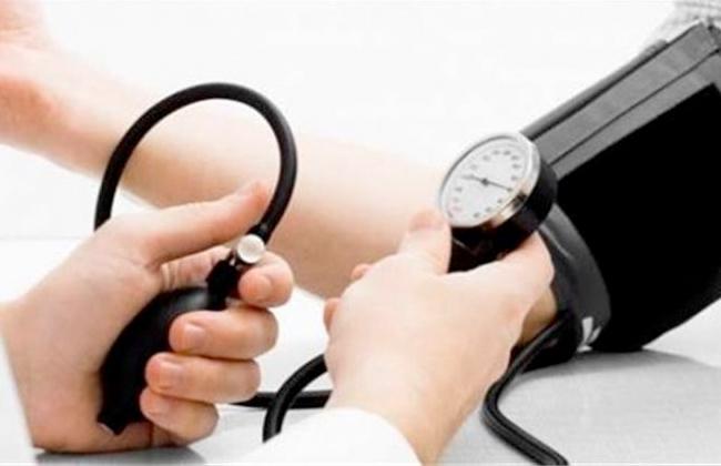 تدريب  ممرضًا وممرضة على تنمية المهارات الوظيفية في وحدات الكلى بالفيوم  صور