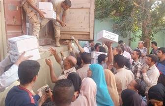 القوات المسلحة توزع 2000 كرتونة مواد غذائية على الأسر الأكثر احتياجا بالمنيا