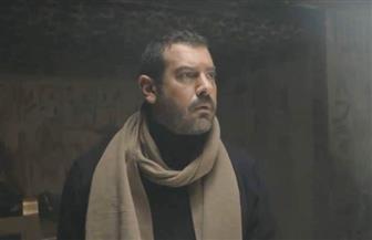 """عمرو يوسف يحتفل بـ """"طايع"""" مع فريق مسلسله"""