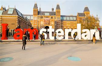 """أمستردام """"800 ألف نسمة"""" تخطط للحد من غزو السائحين"""