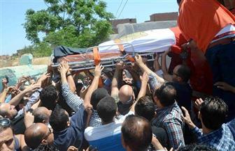 تشييع جثمان الشهيد الرائد عبد المجيب الماحي فى جنازة عسكرية بمسقط رأسه بالغربية | صور