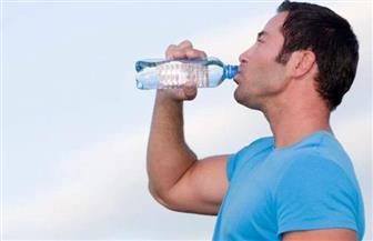 هل تحتفظ بزجاجة مياه شرب بلاستيكية في سيارتك؟ إليك الطريقة المثالية لتفادي مخاطرها الجسيمة