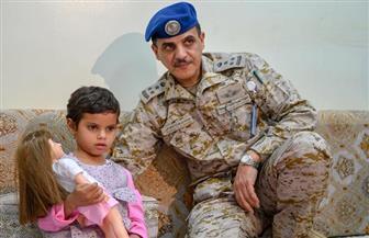 التحالف العربي يسلم طفلة استخدمتها ميليشيات الحوثي كدرع بشرية| صور