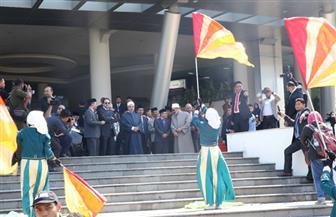 """طلاب """"المحمدية سوراكرتا"""" الأندونيسية يحتشدون بالأعلام المصرية للترحيب بشيخ الأزهر   صور"""