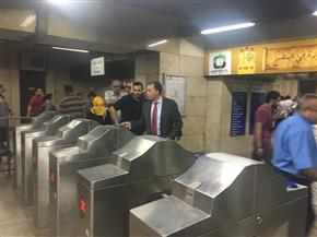 وزير النقل في جولة تفقدية مفاجئة لعدد من محطات مترو الأنفاق| صور