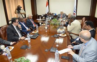مكرم فى استقباله وفدا إعلاميا سودانيا: لا ينبغي أن تسمم أية إيديولوجية العلاقات المصرية السودانية