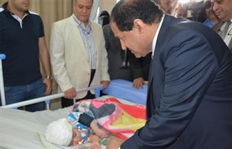 """محافظ الغربية يتابع حالة الطفل """"زياد"""" بعد استخراج سيخ حديدي من رأسه"""