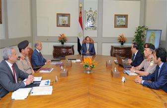 الرئيس السيسي يجتمع مع رئيس الوزراء ووزير البترول