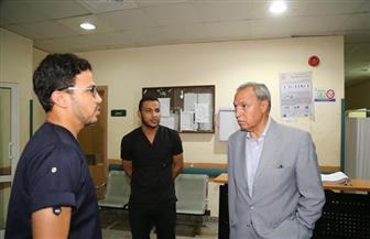 محافظ قنا يقرر إحالة عدد من الأطباء للتحقيق خلال جولة مفاجئة | صور