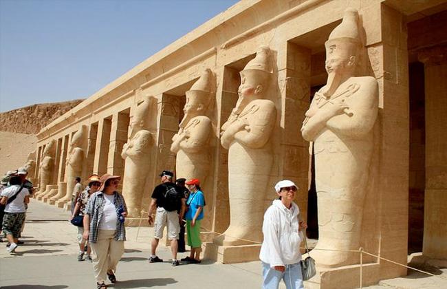 رويترز: إيرادات مصر من السياحة تقفز 83% في الربع الأول من العام..  وزيادة عدد السياح 37% -