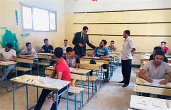 نائب وزير التعليم يجمع التليفونات من لجان امتحانات الدبلومات ويحيل الجميع للتحقيق  صور