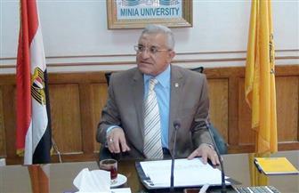 رئيس جامعة المنيا يتفقد سير الامتحانات بكلية التمريض ودار العلوم