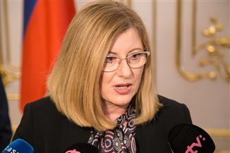 وزيرة سلوفاكية تفوز بالثقة فى تصويت مرتبط بمقتل صحفى