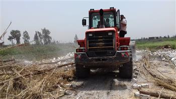 التصدي للتعديات المخالفة على الأراضي الزراعية بسيدى سالم في كفرالشيخ | صور