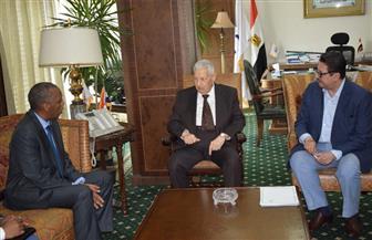 مكرم خلال لقائه سفير جيبوتي: لدينا معايير متكاملة للأداء المهني.. والسفير: ندرس الاستفادة من التجربة المصرية