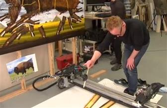 أمريكي يستخدم روبوتا لرسم لوحات بأسعار خيالية  صور
