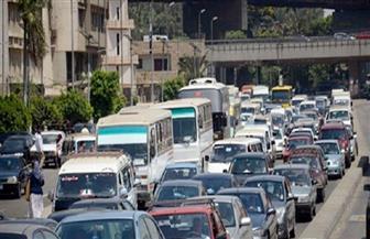كثافات مرورية بطريق شبرا الزراعي بسبب انقلاب سيارة نقل