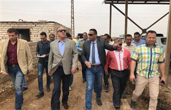 خلال زيارته للمدفن الصحي.. وزير التنمية يشيد بحجم العمل ويصرف مكافأة للعمال | فيديو