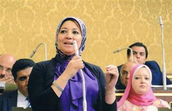 """برلمانية تهاجم وزير التموين بسبب البطاقات: """"من لا يرحم لا يرحم"""""""