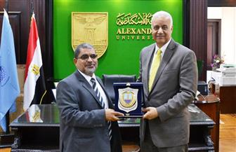 رئيس جامعة حضرموت اليمنية يزور جامعة الإسكندرية لبحث التعاون المشترك