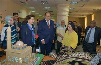 سجادة يدوية من التراث والفلكلور البدوي هدية تذكارية من أهالى مطروح للقنصل الأمريكي بالإسكندرية