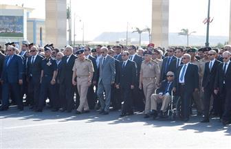 الرئيس السيسي يتقدم جنازة خالد محي الدين ويعزي أسرة الفقيد | صور