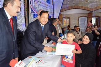 محافظ الغربية يكرم أسر شهداء زفتى بمنحهم شهادات أمان المصريين | صور