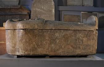 تفكك أجزاء من ترميم قديم بتابوت حجري في المتحف المصري بالتحرير|صور