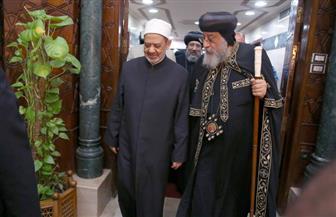 """الإمام الأكبر لـ""""البابا تواضروس"""": وحدة المصريين مكنتهم من مواجهة التهديدات التي تستهدف وطنهم"""