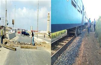 """إصلاح """"قضبان"""" مزلقان قطار بورسعيد بعد خروج عجلاته الأمامية أمام محطة """"الرسوة"""""""