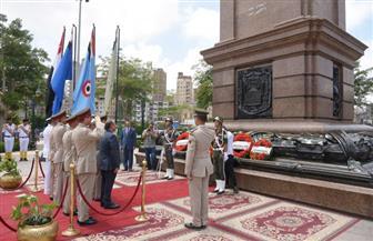 المحافظ وقيادات الإسكندرية يضعون إكليل الزهور على النصب التذكاري للشهداء احتفالا بعيد الفطر| صور