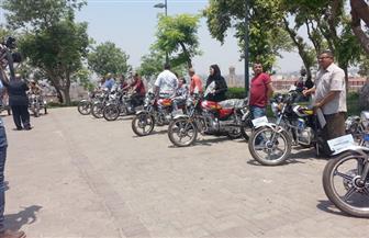 محافظ القاهرة يسلم 24 دراجة بخارية لمتحدي الإعاقة