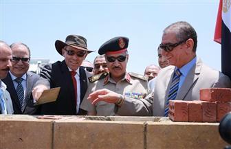 محافظ كفرالشيخ والسفير الأسترالي بالقاهرة يضعان حجر الأساس لمصنع الرمال السوداء بالبرلس| صور