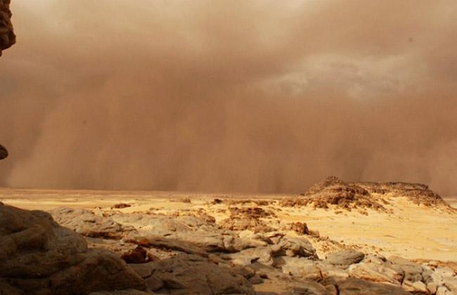 عاصفة ترابية ضخمة في المريخ تغطي المركبة الجوالة التابعة لناسا -