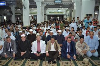 محافظ الإسماعيلية ومدير الأمن والقيادات التنفيذية يؤدون صلاة عيد الفطر بمسجد بدر
