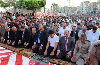 الآلاف يؤدون صلاة العيد فى مدينة دمياط  وينطلقون للتنزه بالمراكب النيلية | صور