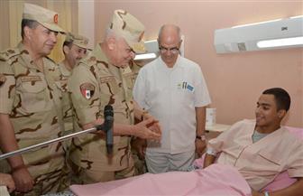 الفريق محمد فريد رئيس أركان حرب القوات المسلحة يزور المصابين بالمستشفيات|صور