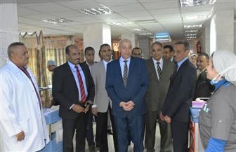 محافظ أسوان يقدم التهنئة للمرضى والعاملين بالمستشفيات بمناسبة عيد الفطر المبارك  صور
