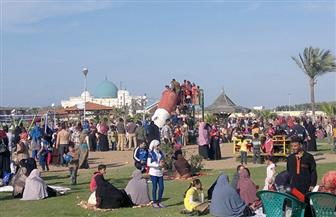 أهالي الفيوم يقبلون على تناول العصائر والأطعمة والتنزه بوسط المدينة فى أيام العيد