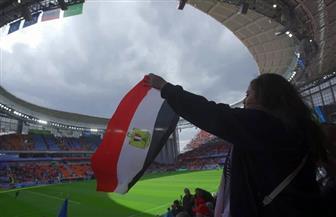 المصريون يؤازرون منتخب بلادهم أمام أوروجواي على أنغام الجسمي | فيديو