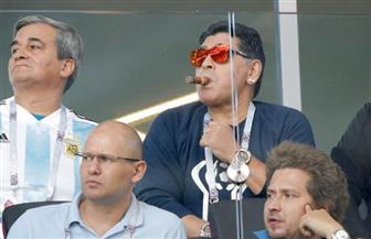 مارادونا يعتذر عن التدخين خلال مباراة الأرجنتين وأيسلندا