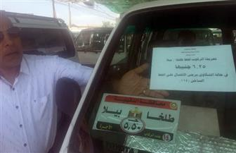 وضع ملصقات بالأجرة الجديدة على سيارات موقف طلخا | صور