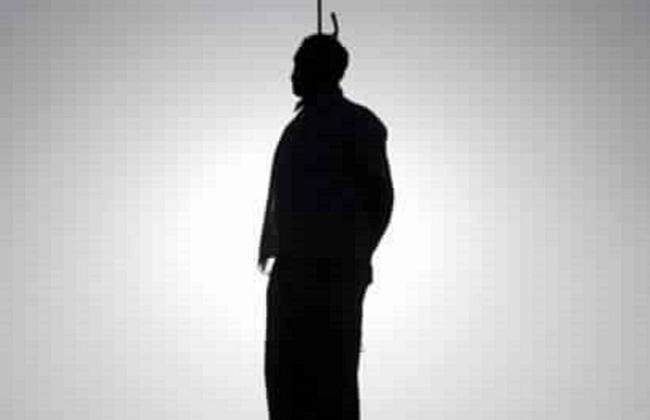 طالب ينتحر بحظيرة المواشى بسبب تأنيب والده بالسويس -