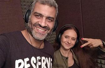 """نيللي كريم تغني بالروسية مع """"وسط البلد"""" لتشجيع مصر   فيديو"""