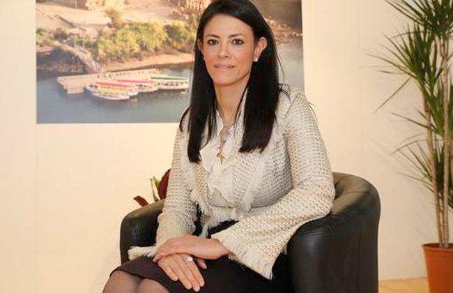 وزيرة السياحة تغادر مطار القاهرة للمشاركة في  دافوس  بسويسرا -